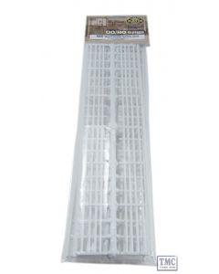 424 Ratio Lineside fencing White (4 bar) OO Gauge Plastic Kit