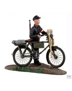 B25036 W.Britain German Hitler Youth pushing Bicycle 1 World War II Collection