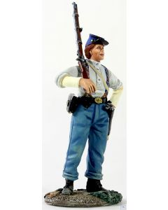 B31226 W.Britain Federal Infantryman in Shirtsleeves with Shouldered Musket American Civil War