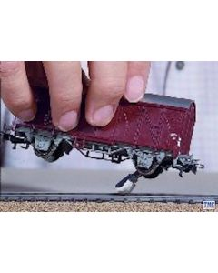 GM37 Gaugemaster OO Gauge Axle Hung Track Cleaning Pads - OO Scale (3)