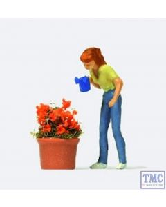 PR28103 Preiser OO/HO Gauge Watering the Flowers