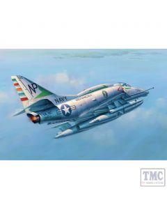 PKTM02266 Trumpeter 1:32 Scale A-4E Douglas Skyhawk