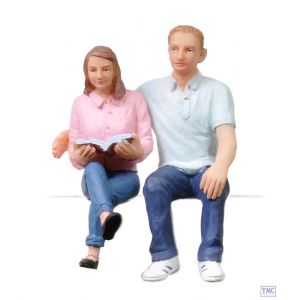 22-184 Scenecraft G Scale Lineside Models Sitting Young man and woman