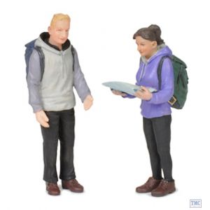 22-188 Scenecraft G Scale Lineside Models Man and Woman Hikers