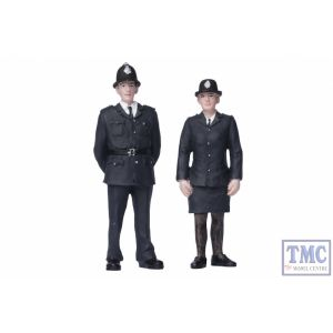 22-189 Scenecraft G Scale Policeman and Policewoman