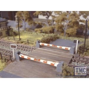 235 Ratio level Crossing with Barriers N Gauge Plastic Kit