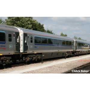 2D-017-101 Dapol N Gauge Chiltern Railways Slam Door Coach Set (8)