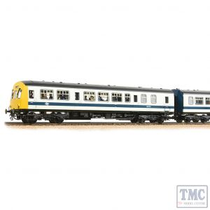 32-289 Bachmann OO Gauge Class 101 2-Car DMU BR White & Blue - Includes Passenger Figures