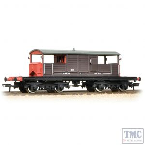 33-827C Bachmann OO Gauge 25 Ton Queen Mary Brake Van SR Brown Small Lettering