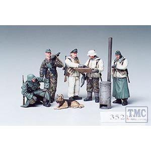 35212 Tamiya 1:35 Scale German Soldiers Field Briefing