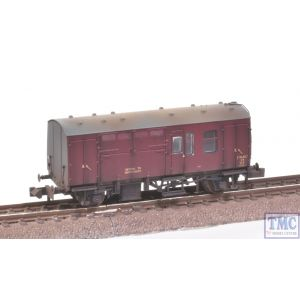 373-360A Graham Farish N Gauge BR Mk1 Horse Box Maroon Weathered by TMC