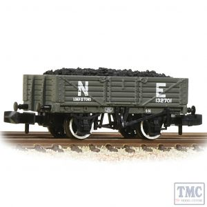 377-062 Graham Farish N Gauge 5 Plank Wagon Wooden Floor LNER Grey - Includes Wagon Load