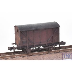 377-625B Graham Farish N Gauge BR 12T Ventilated Plywood Fruit Van BR Bauxite (Early) with Deluxe Weathering by TMC