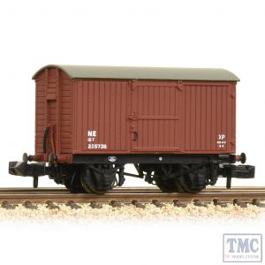 377-975A Graham Farish N Gauge LNER 12T Ventilated Van Planked Ends LNER Bauxite