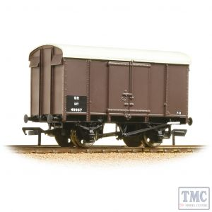 38-075B Bachmann OO Gauge 12 Ton Southern Plywood Ventilated Van SR Brown