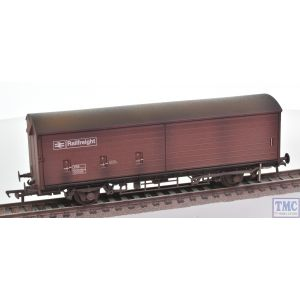 38-122 Bachmann OO Gauge 35 Ton VAA Sliding Door Box Van Railfreight Brown