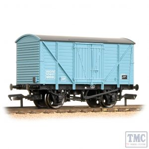 38-190B Bachmann OO Gauge 10 Ton BR Insulated Van Light Blue