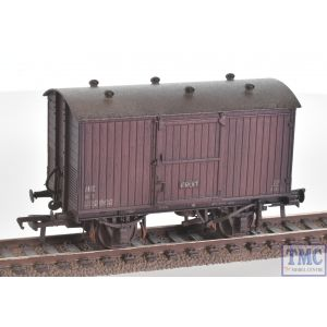 38-382 Bachmann OO Gauge 12 Ton Ventilated Fruit Van Corrugated Ends BR Bauxite (Early)