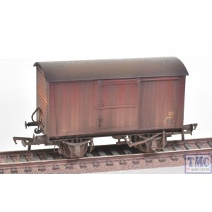 38-478 Bachmann OO Gauge 12 Ton Non-ventilated Van BR Bauxite (Late) Weathered