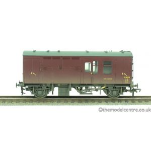 38-527Z Bachmann OO/HO Scale ER Maroon Horse Box E96321 Factory Weathered (Single)