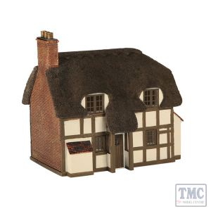 42-0019 Scenecraft N Scale Thatched Cottage