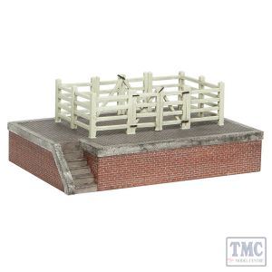 44-0128 Scenecraft OO Scale Lucston Cattle Dock