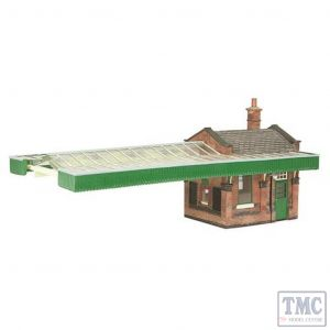 44-117A Scenecraft OO gauge Great Central Station Booking office w/Canopy Green & Cream
