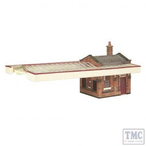 44-117C Scenecraft OO gauge Great Central Station Booking office w/Canopy Maroon & Cream