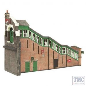 44-119A Scenecraft OO gauge Great Central High Level Station Entrance Green & Cream