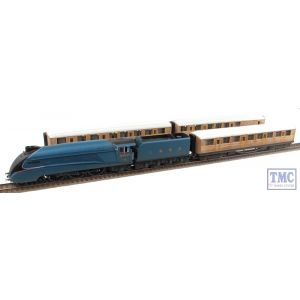 Hornby HO/OO Gauge Class A4 4902 Seagull & 3 Teak Coaches Train Pack Weathered By TMC