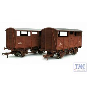 4F-020-028 Dapol OO Gauge Cattle Wagon Twin Pack BR B893520 & B893320 Weathered