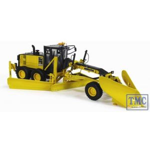 50-3266 First Gear 1:50 SCALE Komatsu GD655-5 Motor Grader with V-Plow & Wing