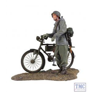 B25037 W.Britain German Volkgrenadier pushing Bicycle 1 World War II Collection