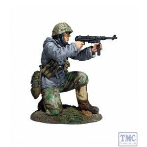 B25056 W.Britain German Volksgrenadier Kneeling Firing MP-40 in Parka - WW11