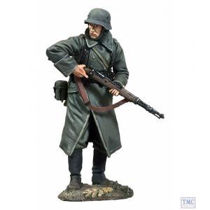 B25058 W.Britain German Volksgrenadier Looking Around Corner with K-98 No.1 - WW11