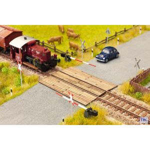 N14424 Noch TT Scale Wooden Plank Level Crossing