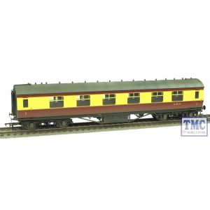 R4447A Hornby OO Gauge BR Period 3 Corridor 1st Class B/C Weathered by TMC
