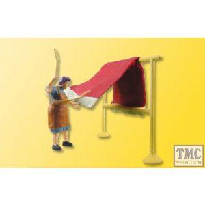 VN1523 Viessmann HO/OO Scale - eMotion - Farm Girl Carpet Beating
