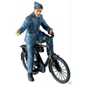 B25024 W.Britain RAF Ground Crewman on Bicycle 2 Piece Set World War II Collection