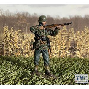 B25121 W.Britain German Grenadier in Parka Standing Firing K98 1943-45 WWII 1939-45