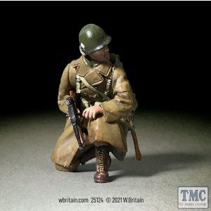B25124 W.Britain U.S. 101st Airborne NCO Greatcoat Kneeling w/ Thomson Winter 1944-45 WWII 1939-45