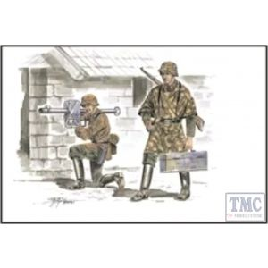Czech Master 1:72 German Soldiers with Panzerschreck No F72161 (Pre owned)