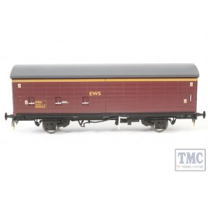 1043 Heljan O Gauge  EWS VBA van in maroon/gold