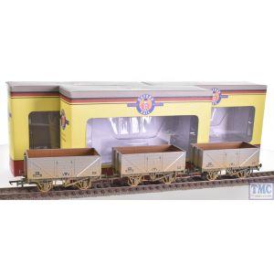 OR76MW7016 Oxford Rail OO Gauge BR Grey 7 Plank Wagons Weathered