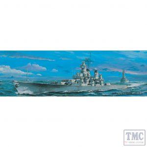 PKTM05701 Trumpeter 1:700 Scale USS Iowa BB-61 (1985)