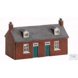 R8972 Hornby OO Gauge Skaledale Miners Cottages