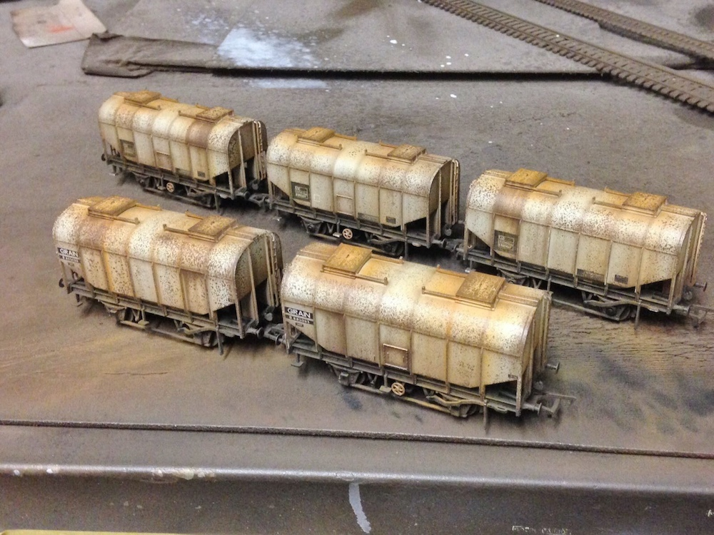 Deluxe Weathered Bachmann Grain Hoppers