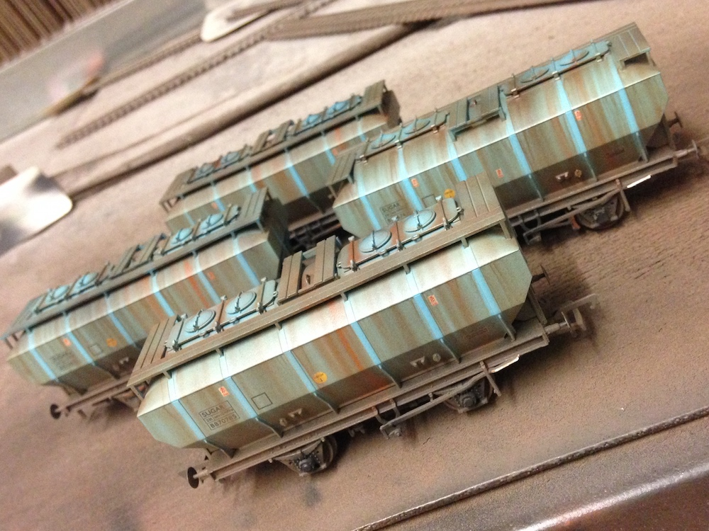 38-500Z Bachmann OO/HO Pack of 4 Blue Sugar Covhop Wagons TMC Exclusive Deluxe Weathered by TMC (Mixed)